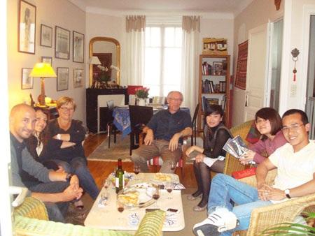 Gia đình của Christophe đón SVVN đến chơi tại nhà