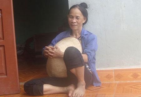 Bà Năm dù đã 60 tuổi nhưng vẫn khỏe mạnh