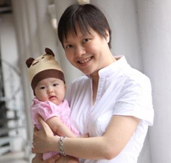Hai mẹ con nhận giải thưởng Quốc gia (Singapore 2009)