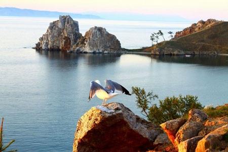 Đảo Olkhon – Hòn ngọc của hồ Baikal. Ảnh: Minh Rows