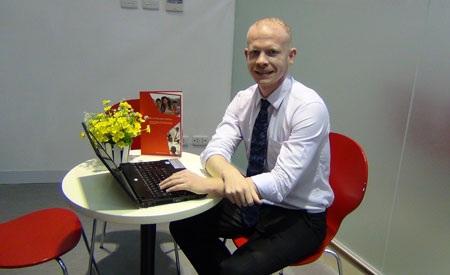 Ông Joshua James – Trưởng phòng Hướng nghiệp và Phát triển Sinh viên, British University Vietnam