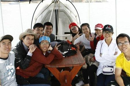 Nhóm DHS Việt đang ở Baikal theo hình thức vừa du lịch vừa làm việc. Ảnh: FB