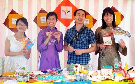 Hoạt động bán thiệp gây quỹ cho chương trình Sách và những người bạn