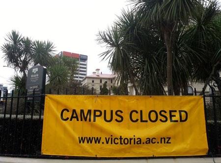 Toàn bộ trường học ở Wellington đã buộc phải đóng cửa - Ảnh: Duy Linh