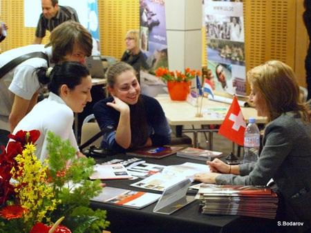 Phỏng vấn sinh viên tại Diễn Đàn Tuyển Dụng Quốc Tế