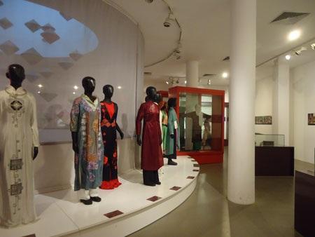 Những chiếc áo dài với nhiều kiểu cách từ truyền thống cho tới hiện đại