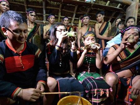 Nghi lễ kết nghĩa anh em của dân tộc M'nông và Êđê ở Hà Giang. (Ảnh: Thanh Hà/TTXVN)