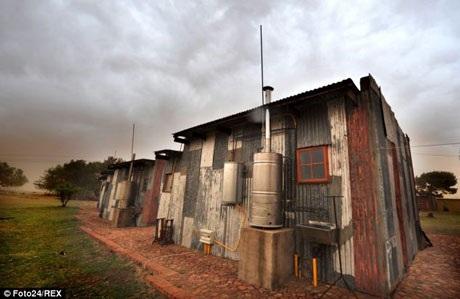 """Hệ thống điện nước, internet vẫn được lắp đặt tại các """"khu nhà ổ chuột"""" này"""