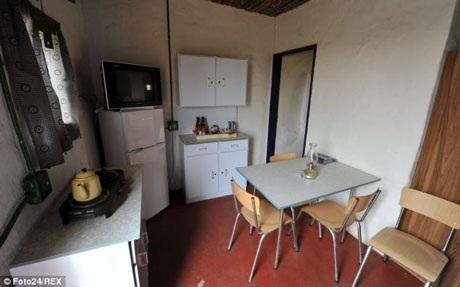 Tường nhà vẫn được sơn và sàn vẫn có hệ thống sưởi ấm