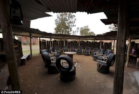 Những chiếc ghế được tạo ra từ lốp xe