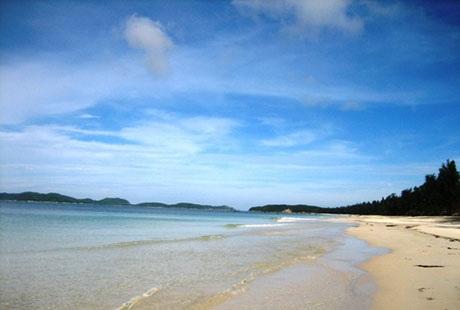 Những bãi cát trắng trải dài đầy mơ mộng. (ảnh internet)