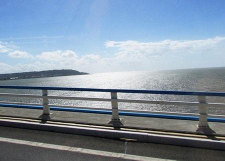 Một không gian đẹp tuyệt vời, nơi tiếp giao giữa sông nước, trời và biển.