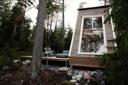 """Khám phá ngôi nhà """"tý hon"""" trong rừng"""