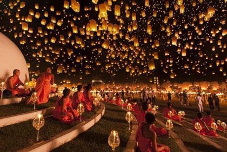 Hàng nghìn chiếc đèn lồng trong lễ hội Yi Peng ở Thái Lan làm cho bầu trời đêm đẹp hơn bao giờ hết
