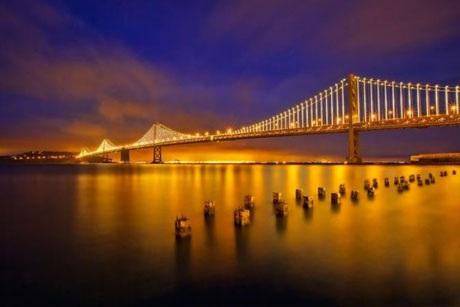 Ánh sáng lung linh của 25,000 chiếc đèn LED khiến cầu San Francisco-Oakland Bay kiêu sa và lộng lẫy