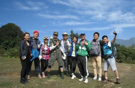 Các thành viên trongđoàn chụp cùng nhau
