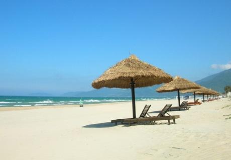 Nhiều nhà nghỉ ở Cô Tô có thể phóng tầm mắt ra ngắm biển đảo.(ảnh internet)