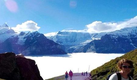 Sinh viên ngành Khách sạn Du lịch Thụy Sĩ chinh phục đỉnh Fansipan