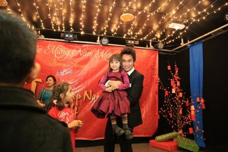 Nhiều trẻ em Việt và Pháp cùng cha mẹ đến dự chương trình