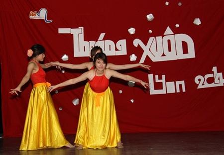 Dịu dàng mềm mại trong điệu múa truyền thống