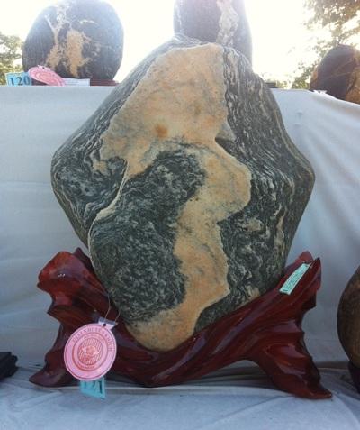 Kỳ lạ đá có hình Mã đáo thành công