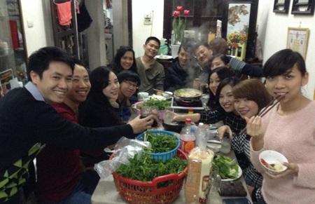 Các cựu du học sinh Thuỵ Sĩ tổ chức lễ tất niên và gói bánh chưng tại Việt Nam