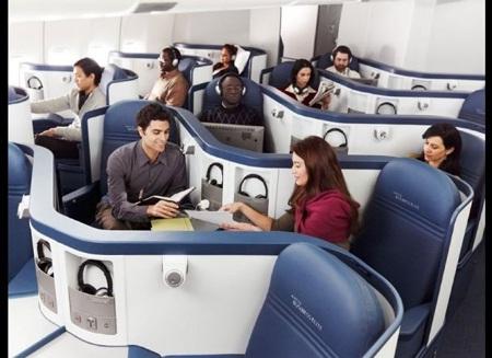 2. Chuyến bay EMIRATES 215/216: