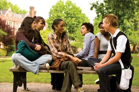 Được thành lập từ năm 1989, khối trường Eynesbury gồm Trung học Eynesbury,