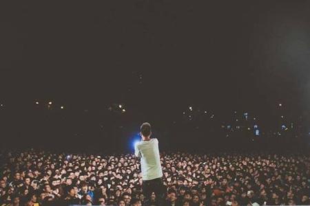 Hàng ngàn bạn trẻ cuồng nhiệt trong đêm nhạc hội