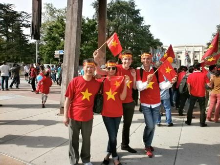 Cuộc biểu tình còn có sự tham gia và ủng hộ của các bạn quốc tế.