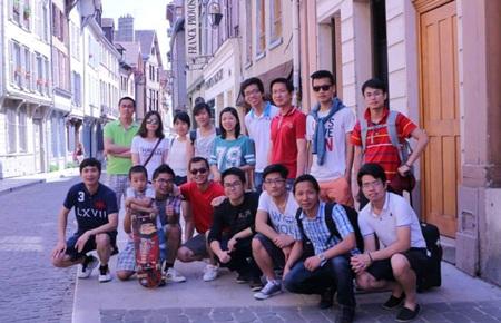 Đoàn tham quan thành phố Troyes