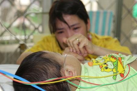 Dịch sởi năm 2014 với hơn 5000 ca xác định dương tính sởi, nhiều ca bệnh nguy kịch. Ảnh: H.Hải