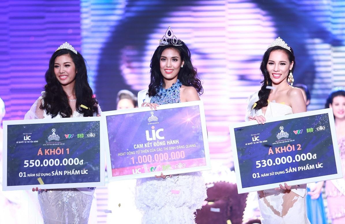 Hoa Khôi Trần Ngọc Lan Khuê và 2 Á khôi của cuộc thi Hoa Khôi Áo Dài Việt Nam