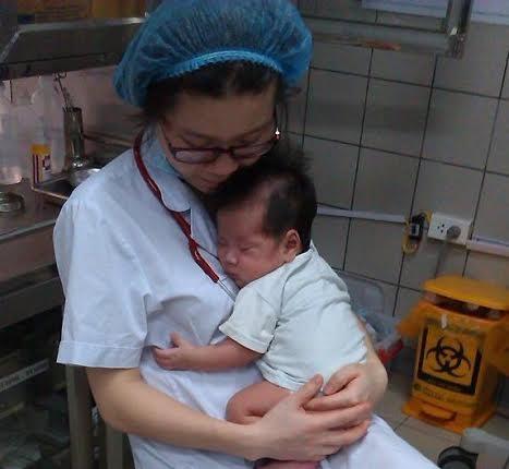 Nhập viện khi còn là cậu bé 2,7kg, nay đã gần 2 tháng bé lên hơn 5kg.