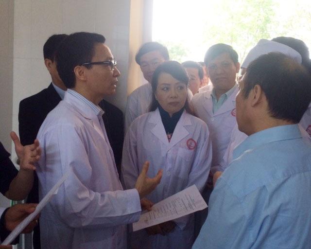 Phó Thủ tướng Vũ Đức Đam, Bộ trưởng Bộ Y tế Nguyễn Thị Kim Tiến kiểm tra công tác