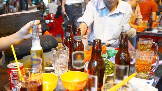 Quá chén rượu bia và những hệ lụy sức khỏe