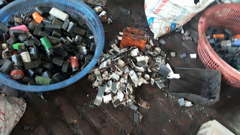 Pin, ắc quy hỏng là nguyên liệu để tái chế chì.