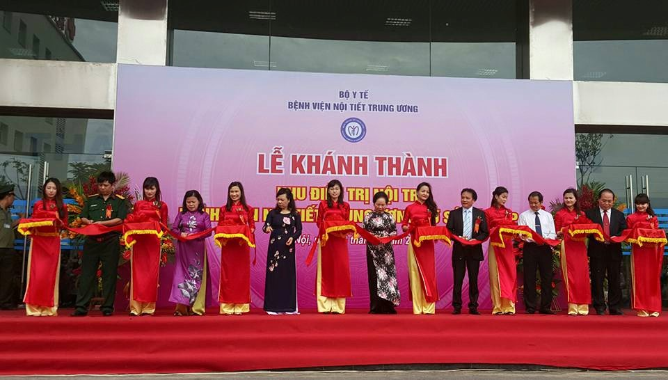 Phó chủ tịch nước Nguyễn Thị Doan, Bộ trưởng Bộ Y tế Nguyễn Thị Kim Tiến, Giám đốc