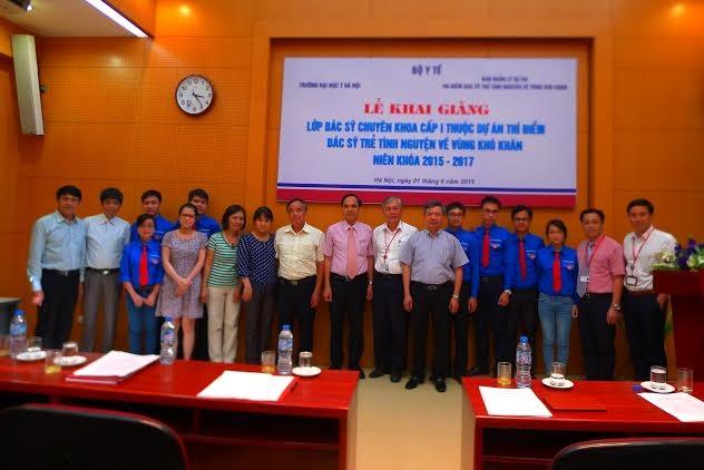 Bác sĩ trẻ tình nguyện về công tác tại vùng khó khăn