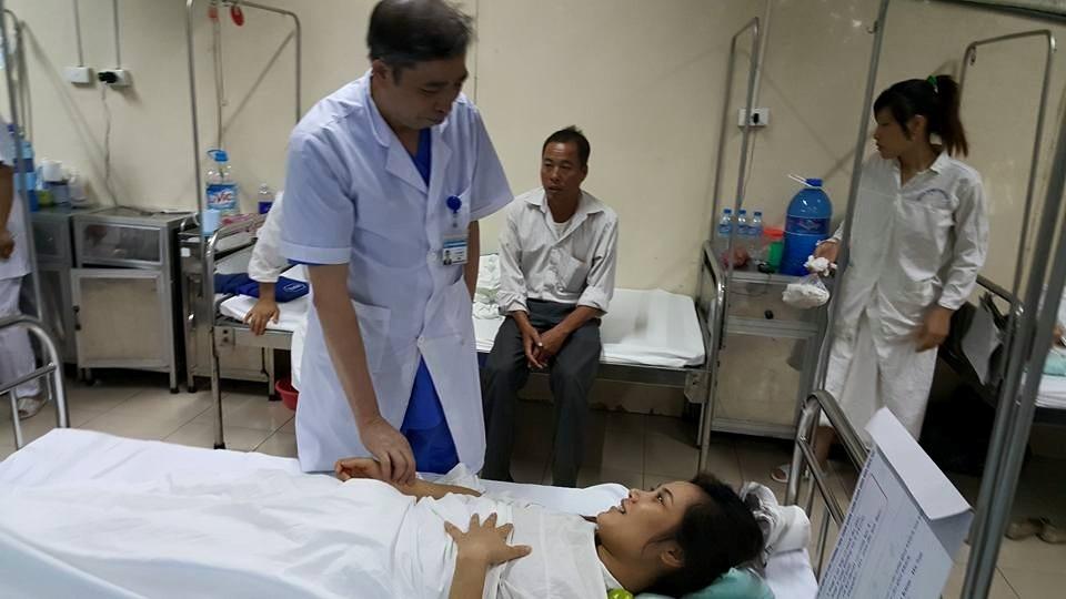 Bệnh nhân hoàn toàn tỉnh táo sau ca phẫu thuật lấy khối thai nằm ở vị trí hiểm. Ảnh: H.Hải