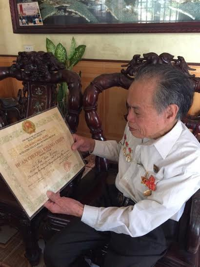 Ông giáo làng Bùi Văn Hướng có gần 40 năm tham gia nghề dậy học