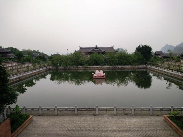 Giếng ngọc trong chùa Bái Đính hiện là giếng ngọc lớn nhất Việt Nam