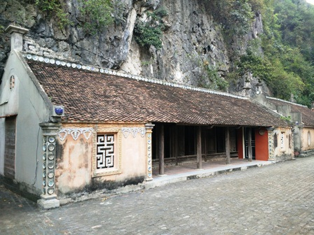 Những ngôi nhà cổ hàng trăm năm tuổi ở làng Việt cổ Cố Viên Lầu