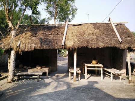 Đường làng, ngõ xóm, quán nước chè đều thể hiện không gian xưa