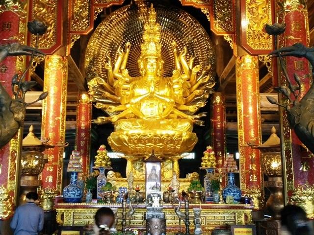 Những pho tượng La Hán này có chiều cao trung bình hơn 2m, nặng 4 tấn