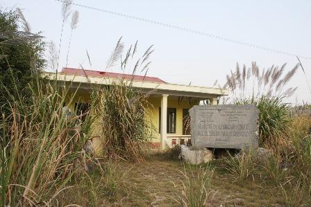 Khu nhà điều hành bị bỏ hoang nhiều năm nay