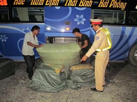 Bắt xe khách chở 250kg nội tạng động vật thối