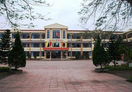 Trường THPT Đồng Hới, nơi nữ sinh lớp 11 đã đánh giáo viên ngay tại bục giảng