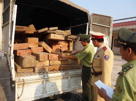 2 ngày CSGT liên tục bắt 3 vụ vận chuyển hàng lậu