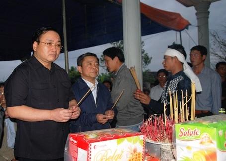 Phó Thủ tướng chia buồn cùng gia đình nạn nhân tử nạn vụ sập giàn giáo